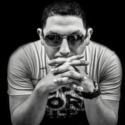 DJ AU