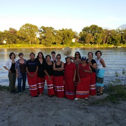 Red Robe Drum Singers