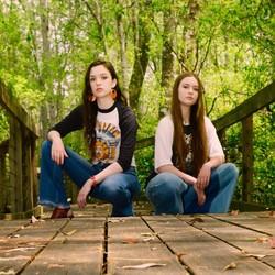 KneeOn Sisters