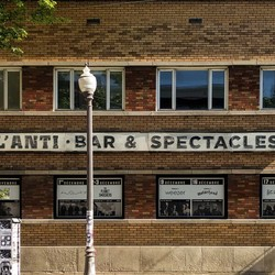 PLAY: L'Anti Bar & Spectacles (CAN)
