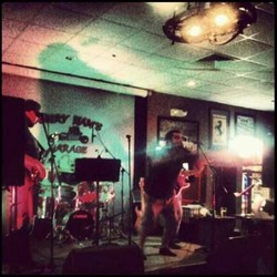 PLAY: Beacon Street Bar And Grill (MA)