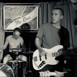 PLAY: Showcase at The Cavendish Arms (UK) Fall/Winter