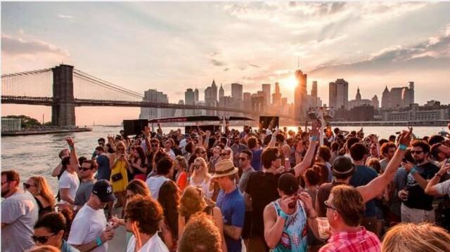 PLAY: Cruise Parties Around Manhattan (NY)